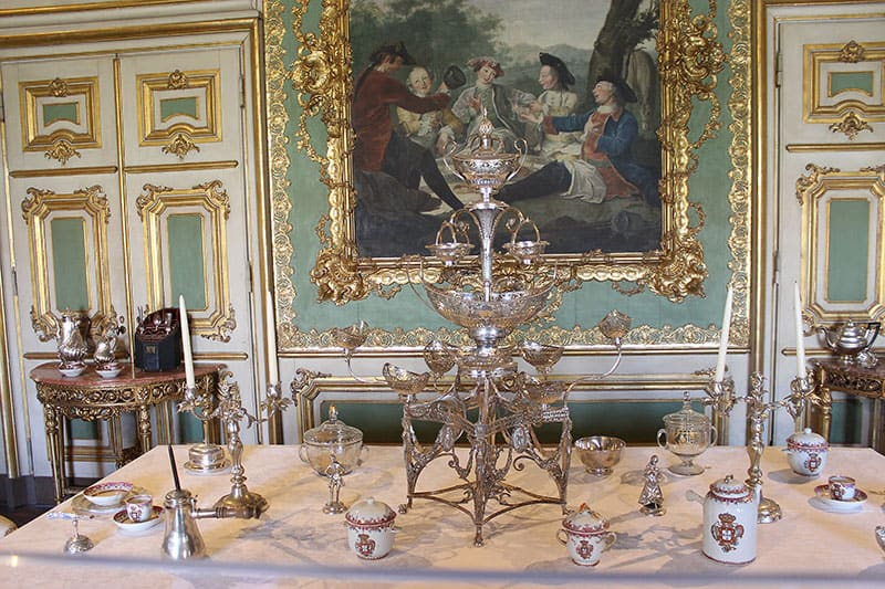Table set for a queen